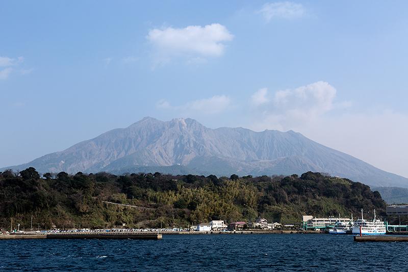 桜島からは噴煙が上がっていた