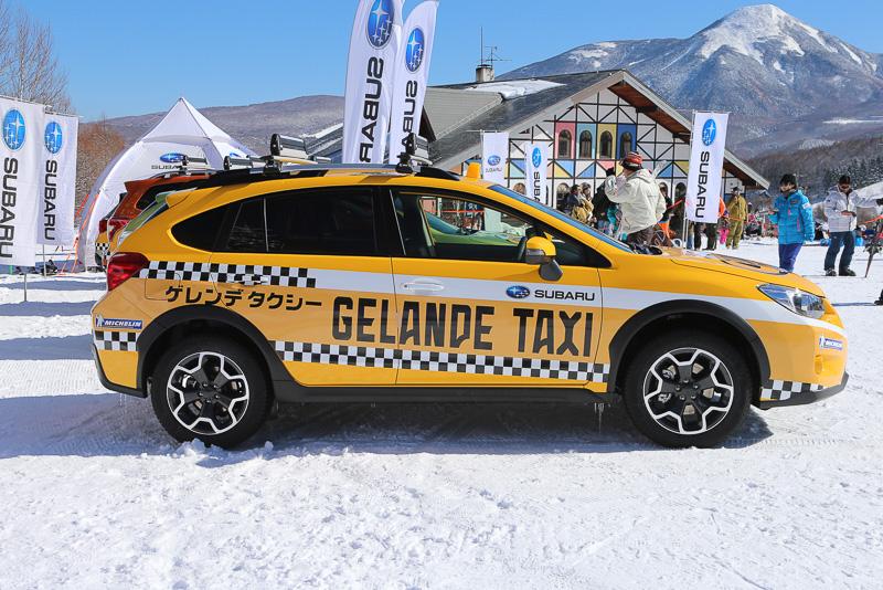 昨シーズンより飾り付けがグレードアップしたゲレンデタクシー車両