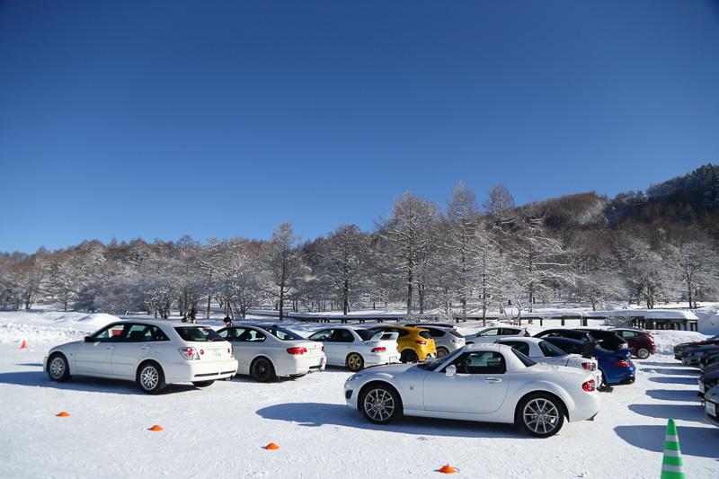 参加車両は、コンパクトカーからセダン、クーペと多彩。駆動方式もFF、FR、AWDと揃っていた