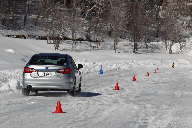 スラロームコースは、アクセルコントロールを学ぶことができる。コツが掴めれば車体を振り回すことも可能