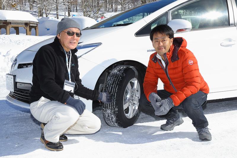 速く走らせるよりも上手な運転を覚えることがコンセプトということで日下部氏に氷上での運転方法を教わった
