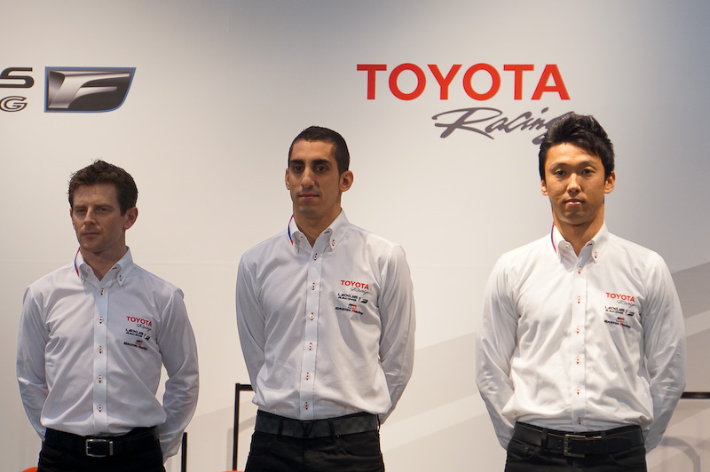 WECでトヨタの1号車をドライブするアンソニー・デビッドソン選手(左)、セバスチャン・ブエミ選手(中央)、中嶋一貴選手(右)