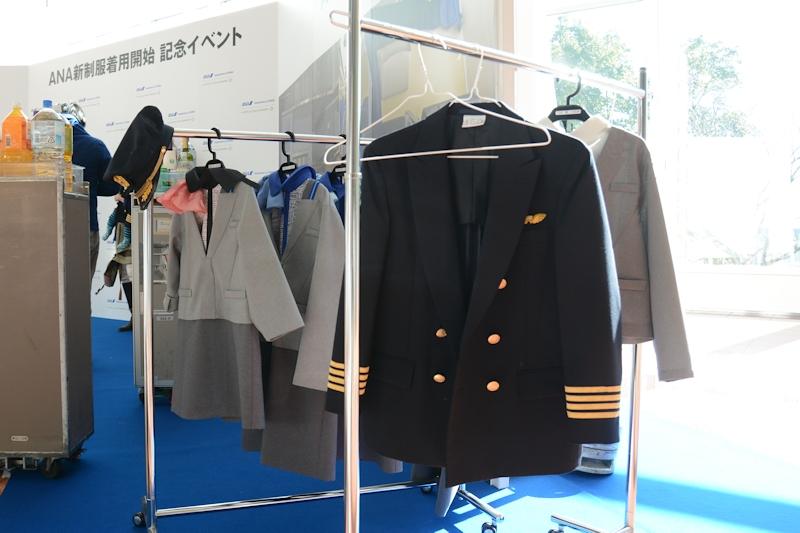 こちらは男の子用。男性用CA制服とパイロット制服を用意