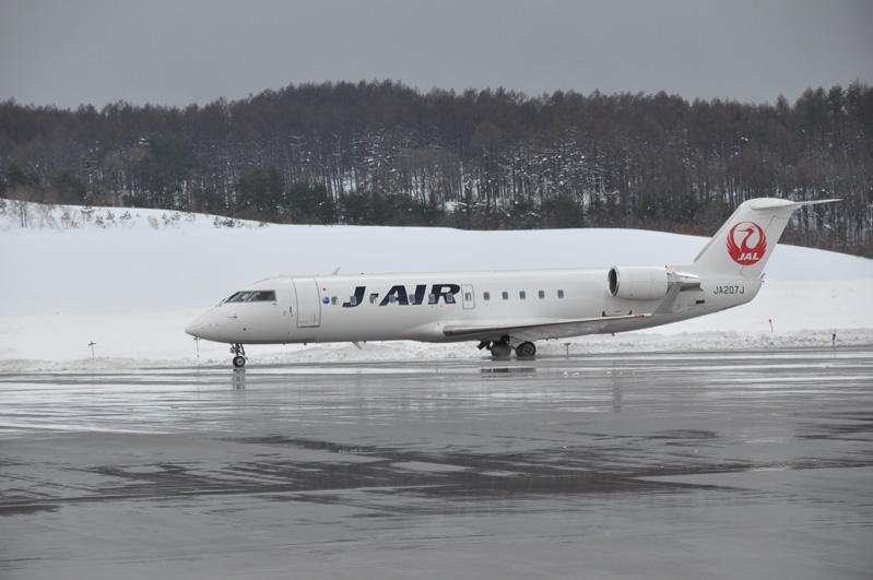 本来は羽田からの便より先に付くはずの、新千歳からの便が遅れて到着。これは新千歳空港が雪のためとのことだ