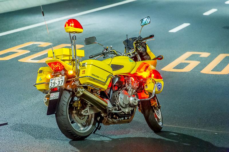 首都高バイク隊の車両。首都高用の車両だけあり塗装は黄色