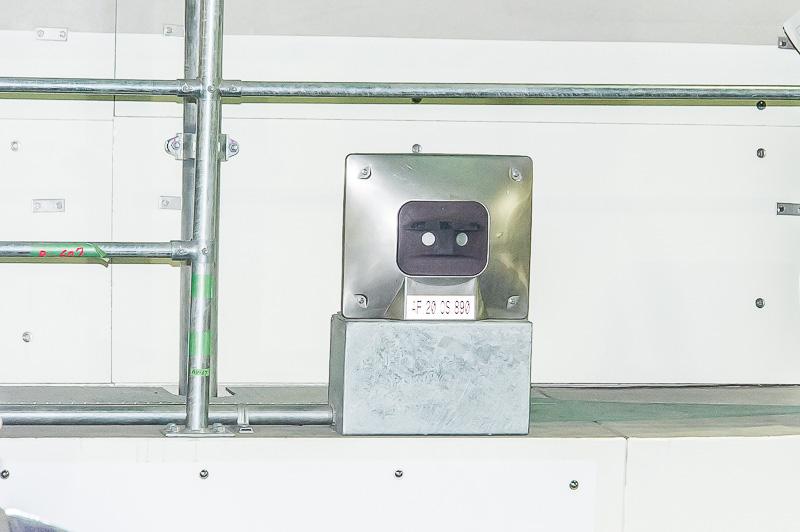 25mおきに設置されている熱感知器。これで火災をすぐに察知できる