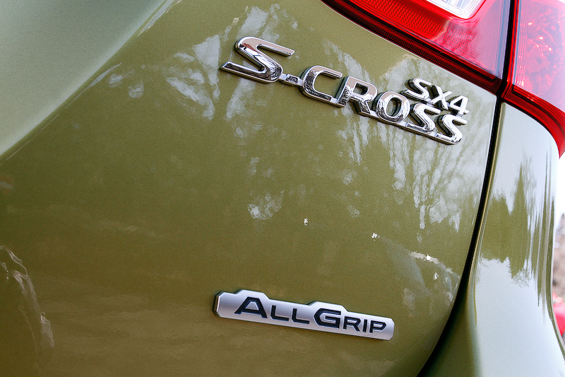 4WD車は車名を表すバッヂとともに「ALLGRIP」のバッヂがリアゲートに付く