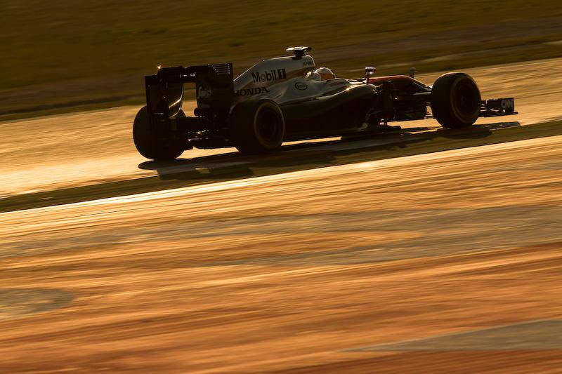 """鈴鹿サーキットは3月7日11時30分から「2015 FIA F1世界選手権シリーズ第15戦日本グランプリレース」の一般全指定席、Honda応援席を発売する。現地でF1の熱を感じたい方は鈴鹿サーキットのWebサイト(<a class="""""""" href=""""http://www.suzukacircuit.jp/f1/"""">http://www.suzukacircuit.jp/f1/</a>)をチェックいただきたい"""