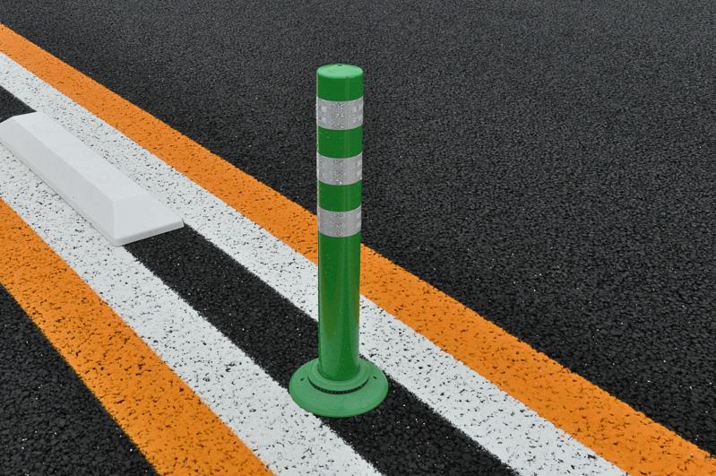 センターポールは、通常は緑色、トンネルなどは赤色とのこと