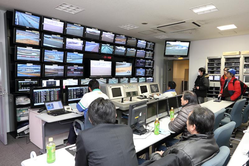 レースの管制室など普段目にすることのできないレースの舞台裏を見学できるサーキット・ツアーズ