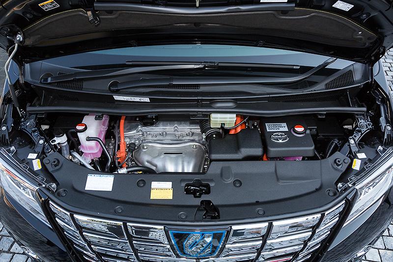 直列4気筒DOHC 2.5リッター「2AR-FXE」エンジンにリダクション機構付きのTHS IIを組み合わせるハイブリッドの「Executive Lounge」(7人乗り/標準仕様)。ボディーカラーはブラック、タイヤサイズは225/60 R17。ハイブリッドの駆動方式は4WDのみとなっている。価格は703万6691円