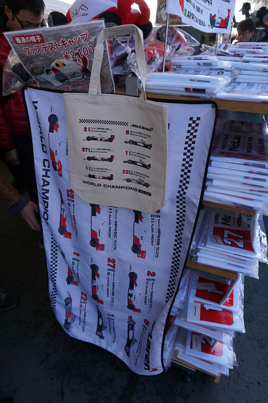 紅白マクラーレン・ホンダ時代のグッズが販売されていた