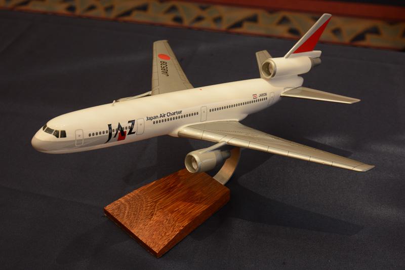 JAZ(ジャパンエアチャーター)のロゴが入ったDC-10、1/144スケールモデルプレーン。5,000円
