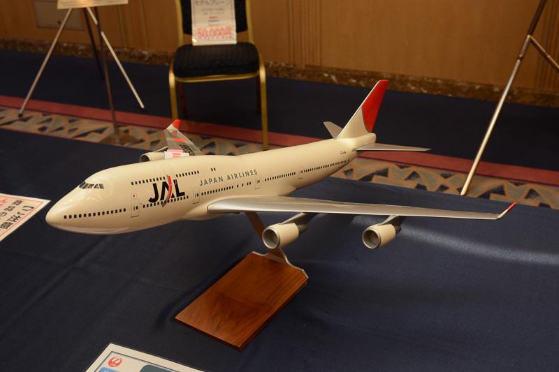 サンアーク塗装のB747-400、1/100スケールモデルプレーン。修繕ありで1万円。