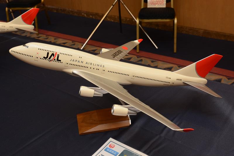 同じくサンアーク塗装のB747-400、1/100スケールモデルプレーン。こちらは修繕箇所がなく3万円