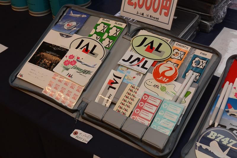 """機内食判別のためにCA(客室乗務員)が機内で用いる""""ミールシール""""のセット。1人1点で2000円"""