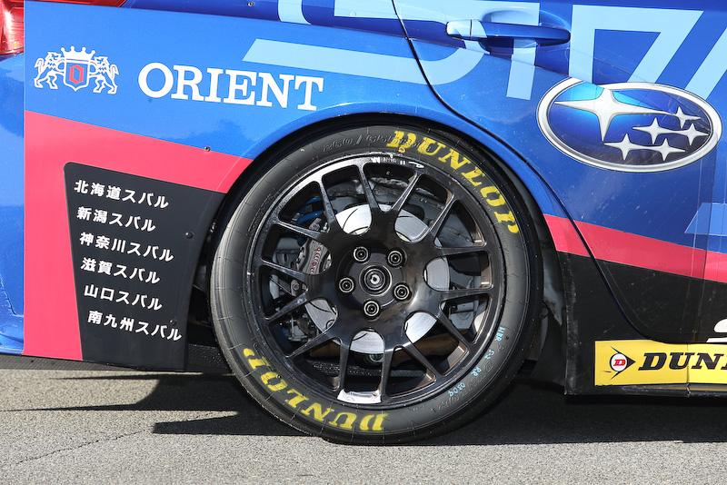タイヤは前後ともにダンロップ(260-660R18)製