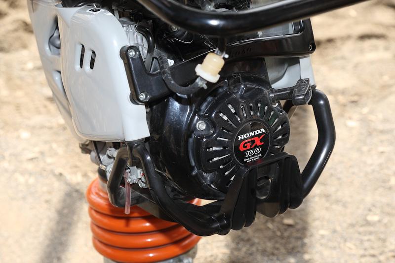三笠産業とホンダで共同開発された専用エンジンGX100