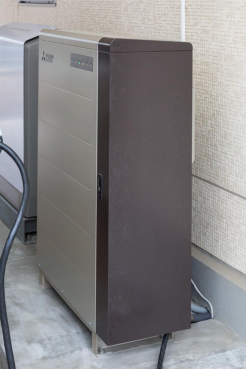 このSMART V2Hがクルマと直接つながり、電気のやりとりをする
