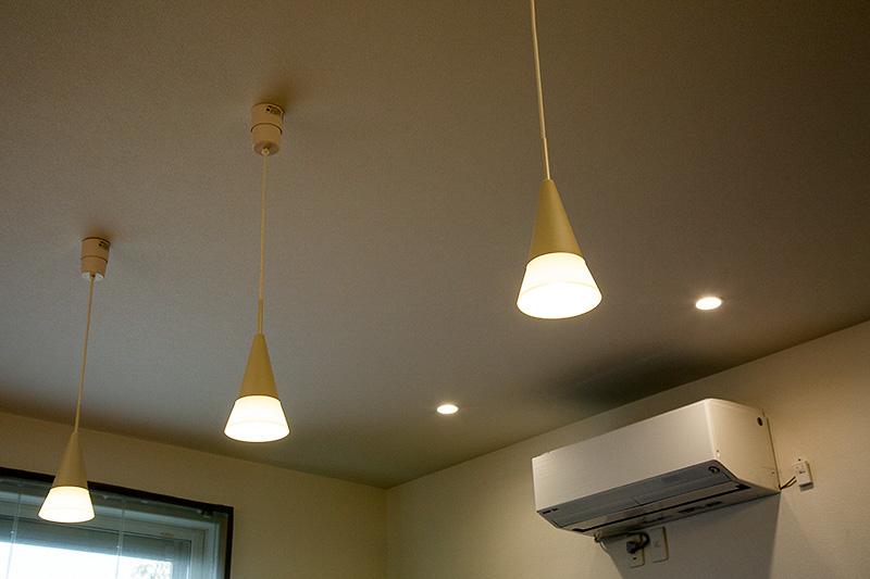 停電状態でも吊り下げられたランプ類がしっかり点灯