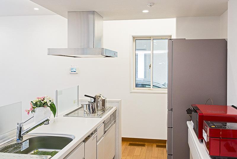 アウトランダーPHEVからの電気で、キッチンにあるIHクッキングヒーターが使えるのもSMART V2Hならでは