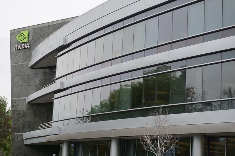 アメリカ合衆国カリフォルニア州サンタクララにあるNVIDIA本社、この建物はD棟で、経営陣や事務方などのオフィスなどが入っている