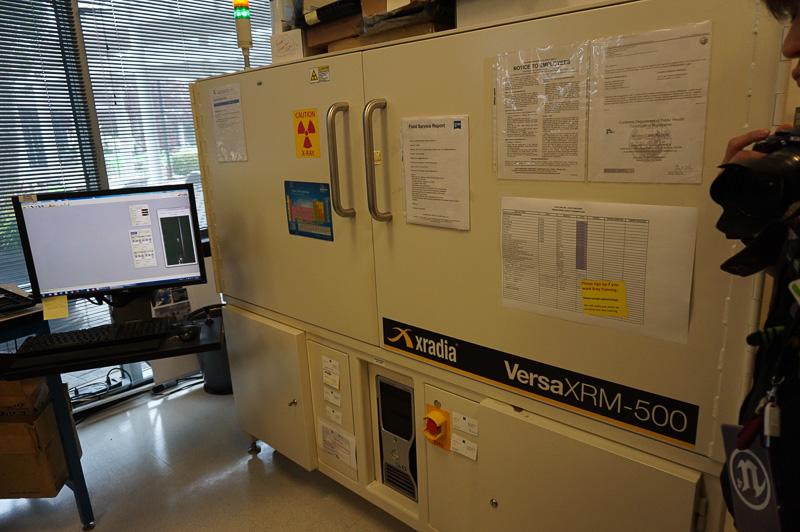 """半導体の""""レントゲン""""となる3次元X線照射装置で基板の内部などを確認する"""