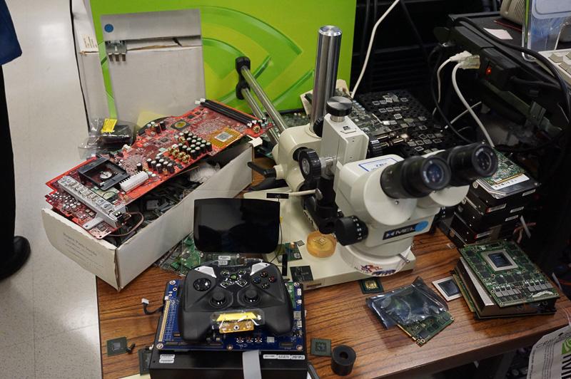 研究室の中には様々なNVIDIA製品がところせましと並んでいた