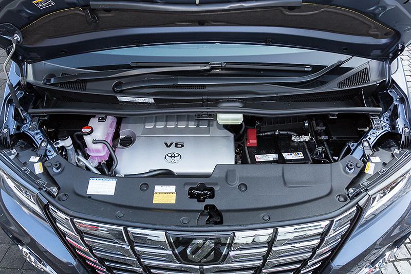 3.5リッターモデルは引き続き2GR-FEエンジンを搭載し、最高出力206kW(280PS)/最大トルク344Nm(35.1kgm)も変更なし。分かりやすいパワフルさと、V6のスムーズさを兼ね備えている
