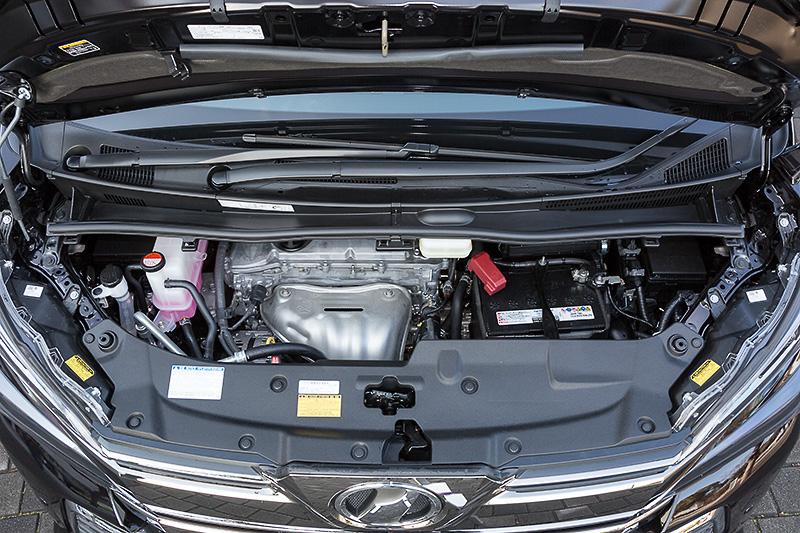 2.5リッターモデルは国内初採用となる2AR-FEエンジンを搭載。最高出力は134kW(182PS)、最大トルクは235Nm(24.0kgm)。20系の2.4リッター「2AZ-FE」に比べて100cc増となり、9kW(12PS)/11Nm(1.2kgm)増というスペック。排気量もパワーも増えているのに燃費が向上している