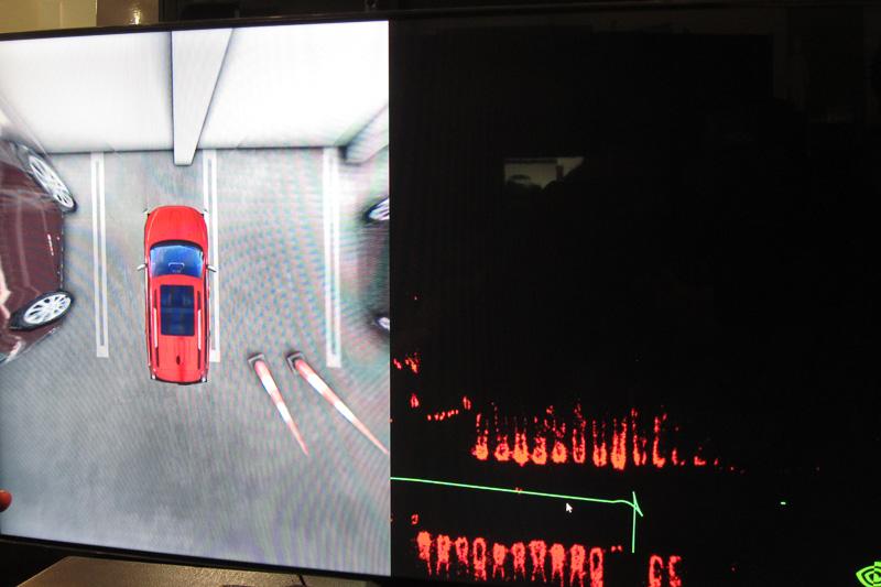 駐車までの環境認識や経路を表示させたところ