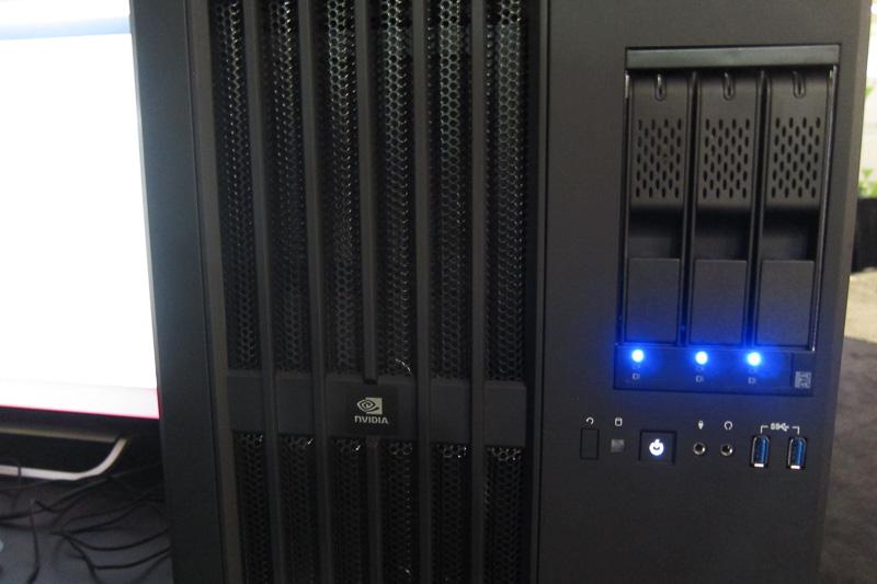 ディープラーニングのターンキーシステム「DIGITS DevBox」。発表されたばかりのGeForce GTX TITAN Xを4基搭載する