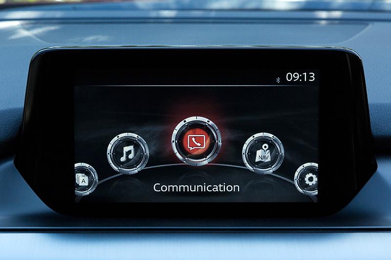 カーコネクティビティシステム「マツダ コネクト」を全車標準装備とした