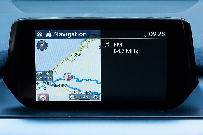 マツダ コネクトの表示画面。ナビゲーション画面をはじめ燃費情報や独自の運転サポートシステム「i-DM(インテリジェント・ドライブ・マスター)」の情報、減速エネルギー回生システム「i-ELOOP」の制御情報などを確認できる