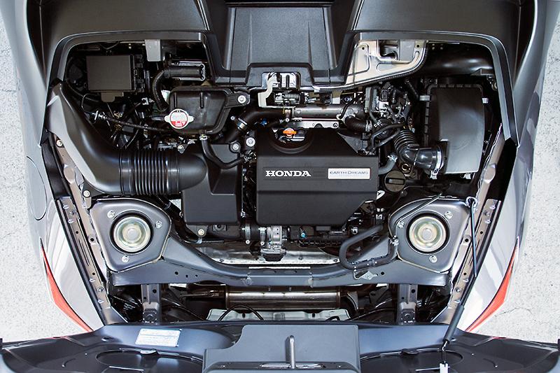 エンジンは直列3気筒DOHCターボユニットを搭載。スペックは最高出力47kW(64PS)/6000rpm。最大トルクは公表されていない