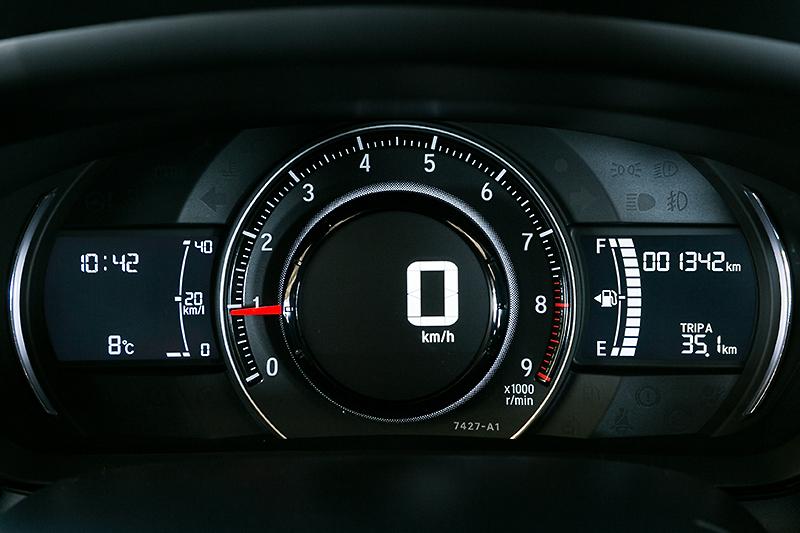 ホンダの軽自動車では初となるデジタルスピードメーターを採用