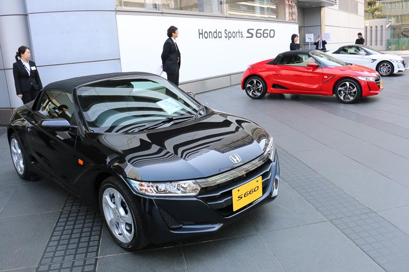 発表会の当日は、会場となったホンダウエルカムプラザ青山で全6色のボディーカラー、純正アクセサリーであるモデューロパーツ装着車、同時発表された無限パーツ装着車など8台を展示。翌日以降は2台のS660が屋内展示される予定となっている