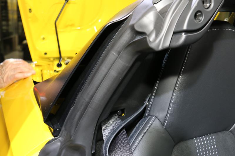 センターピラーに外気を取り入れるインレットを装着