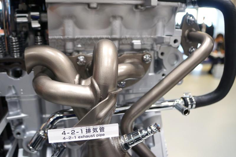 4-2-1排気管を採用
