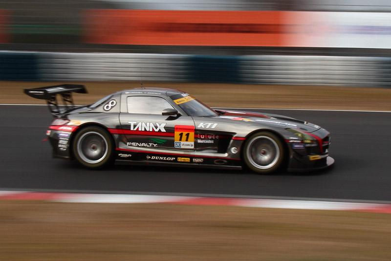 GT300クラスの予選2位は11号車 GAINER TANAX SLS(平中克幸/ビヨン・ビルドハイム)。ゲイナーチームは予選1位、2位を獲得