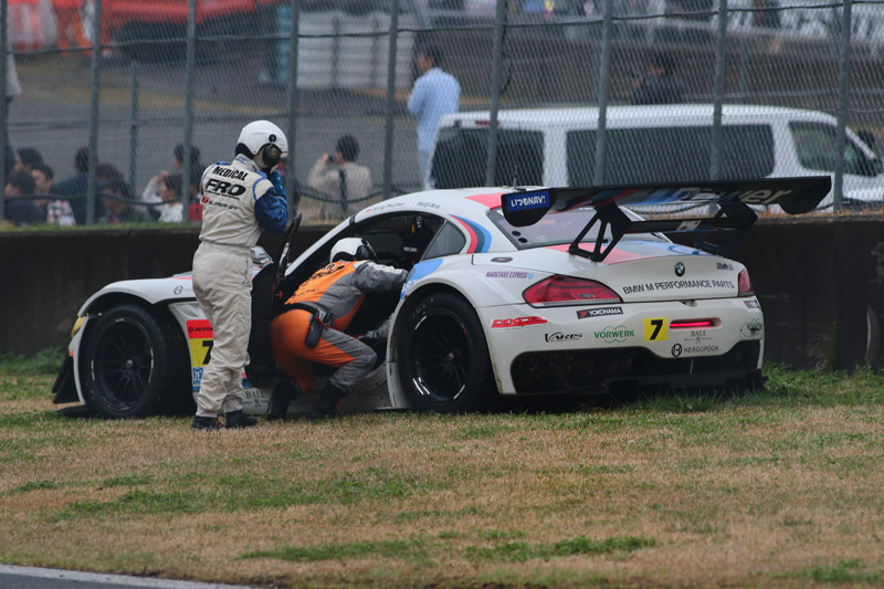 ウェットコンディションに足下をすくわれた7号車。決勝レースでは、めまぐるしく変わる路面コンディションへの対応にどのチームも苦労していた