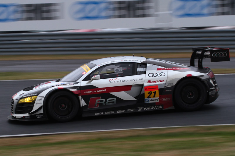 GT300 3位は21号車 Audi R8 LMS ultra(リチャード・ライアン/藤井誠暢)。予選9位から追い上げて表彰台を獲得