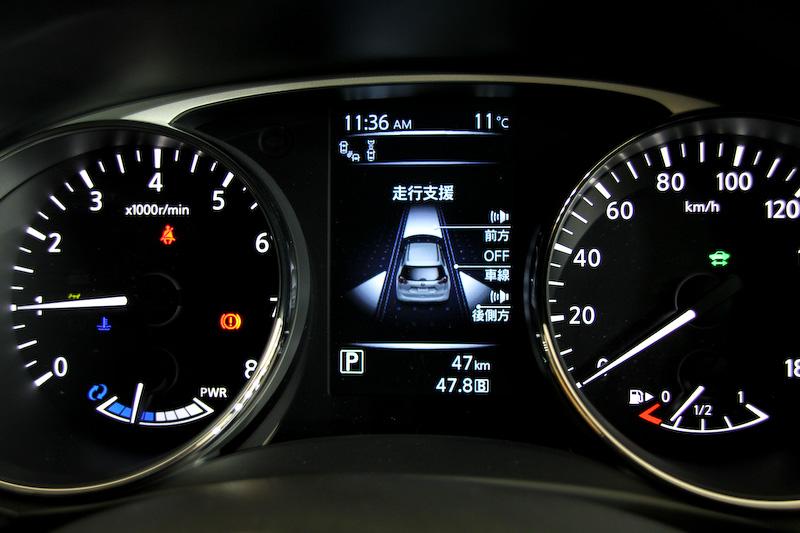 メーターまわりではハイブリッドシステムのエネルギーの流れなどを表示可能な「アドバンスドドライブアシストディスプレイ」を配置