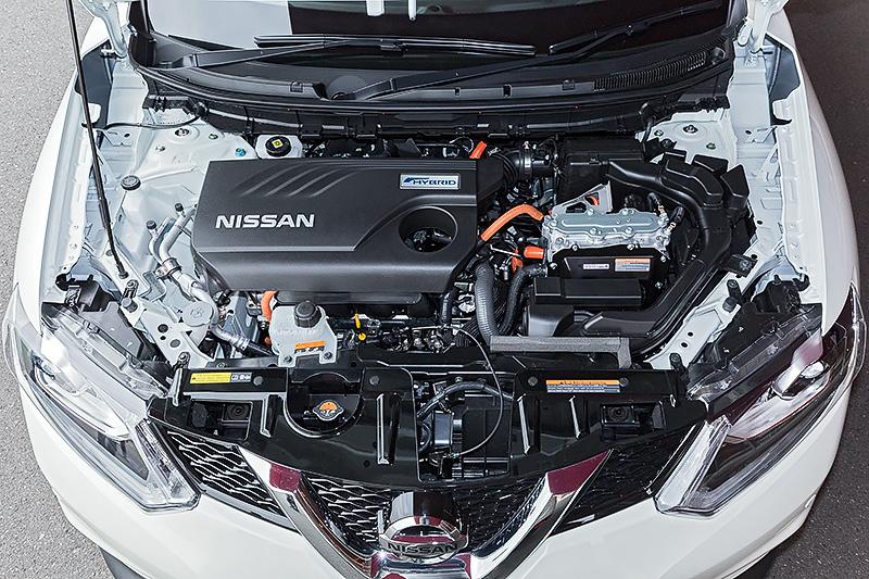 エクストレイル ハイブリッドが搭載する直列4気筒DOHC 2.0リッター直噴「MR20DD」エンジン。最高出力は108kW(147PS)/6000rpm、最大トルクは207Nm(21.1kgm)/4400rpmを発生する。これに最高出力30kW(41PS)、最大トルク160Nm(16.3kgm)を発生する「RM31」モーターを組み合わせる。JC08モード燃費は2WD車が20.6km/L、4WD車が20.0km/L