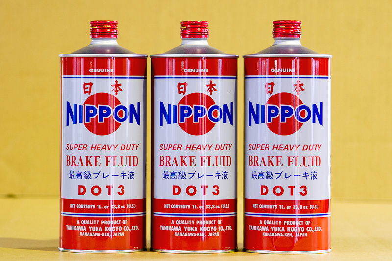 東南アジアだけで販売されている製品だが、「日本」「最高級ブレーキ液」といった日本語がパッケージに並ぶ