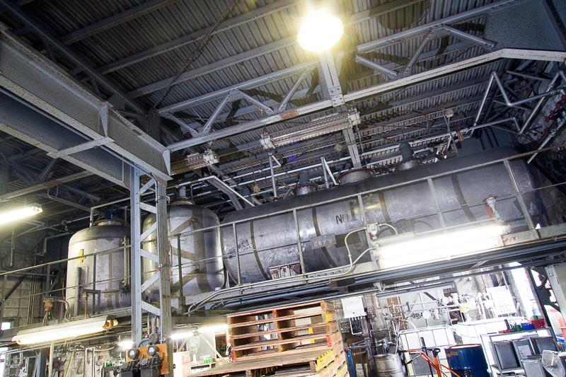 工場内には原液と添加剤を混ぜて攪拌するタンクがある。比較的コンパクトなタンクがあることも谷川油化の特徴で、これがアフターパーツメーカーなどのOEM生産の規模にちょうど合うのだ