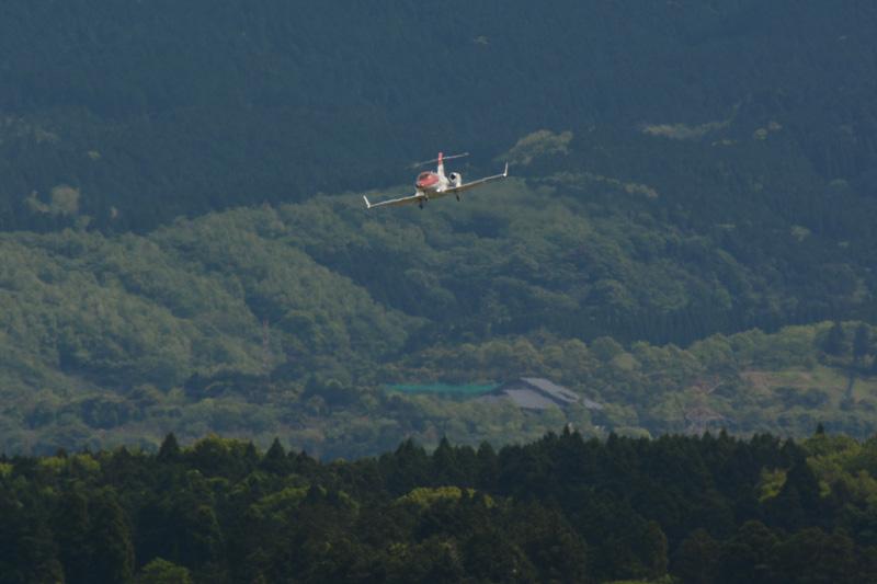 8時30分ごろに成田空港を飛び立ったHondaJet。熊本空港には10時20分過ぎに姿を見せた