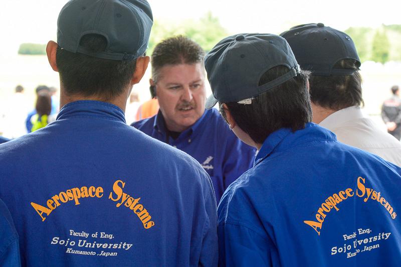 崇城大学 宇宙航空システム工学科が会場となったこともあり学生もイベントに参加。整備士を目指す学生は、米国から来たホンダ エアクラフト カンパニーのエンジニアの話に熱心に聞き入っていた