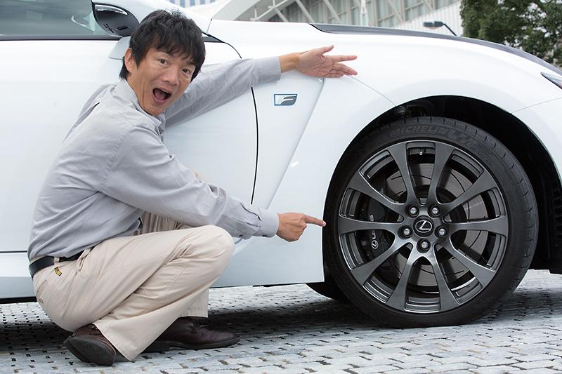 タイヤサイズはフロント255/35 ZR19、275/35 ZR19。フロントブレーキはブレンボ製対向6ピストンアルミキャリパーとφ380mmローターを組み合わせて採用する