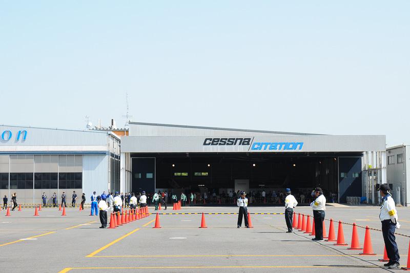 岡南飛行場施設に隣接するジャプコンのハンガーとエプロンがイベント会場